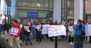 images/stories/studentprotest2.jpg