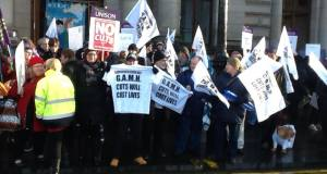 Protest outside Glasgow council meeting in defence of the GAMH project
