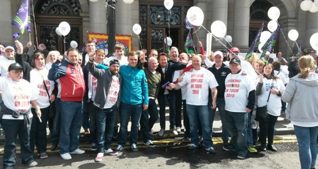 Dundee porters and Glasgow caseworkers outside the City Chambers