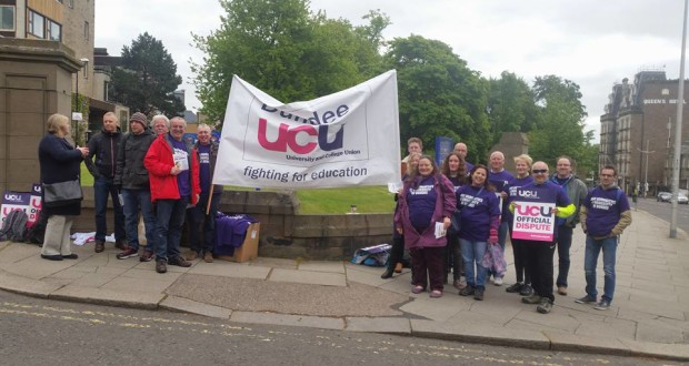 UCU members on the picket line at Dundee University